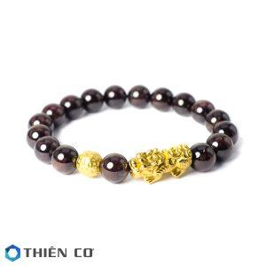vong tay phong thuy da Garnet charm Ty Huu, Tai Loc bac xi vang 8 ly